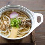 香川県伊吹島産の大羽いりこ(8㎝以上)だけを使って、丁寧にとった出汁が自慢。普通のイリコだしとはひと味もふた味も違う、深みのある味をお楽しみいただけます。
